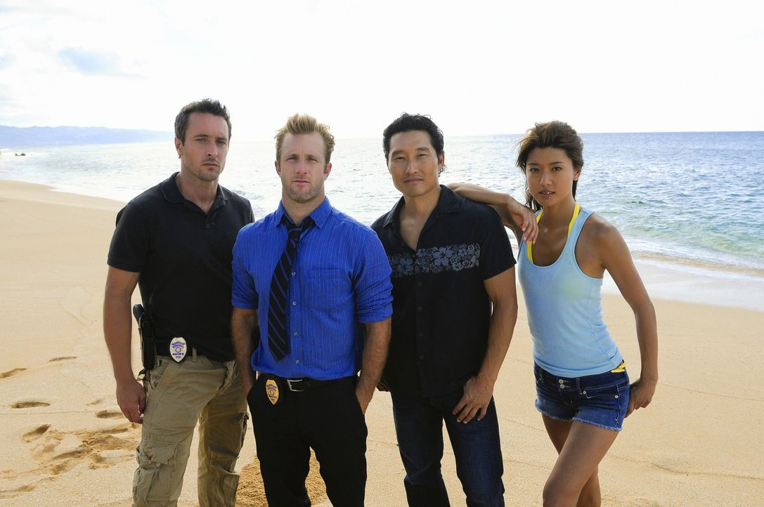 (1. Staffel) - Im Kampf gegen das organisierte Verbrechen: Steve McGarrett (Alex O'Loughlin, l.),  Danny Williams (Scott Caan, 2.v.l.), Chin Ho Kell... - Bildquelle: TM &   2010 CBS Studios Inc. All Rights Reserved.