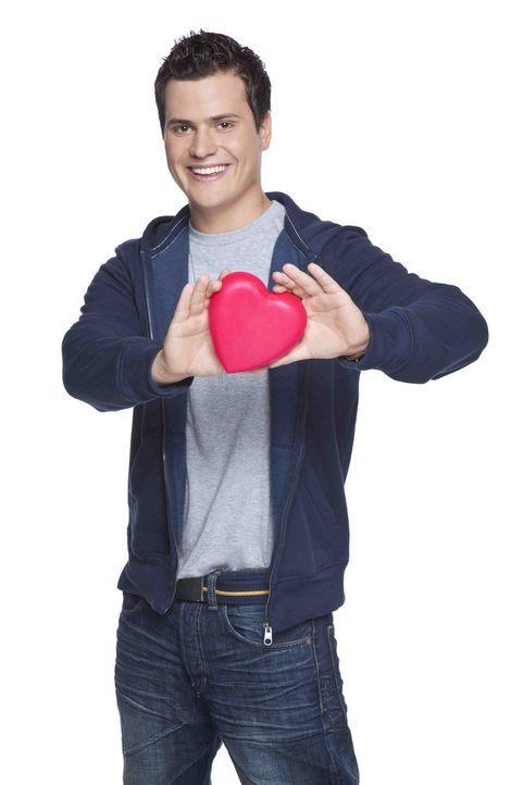 Timo (Rocco Stark) ist intelligent und ein guter Schüler. Doch in der Liebe läuft es gerade gewaltig schief ... - Bildquelle: SAT.1