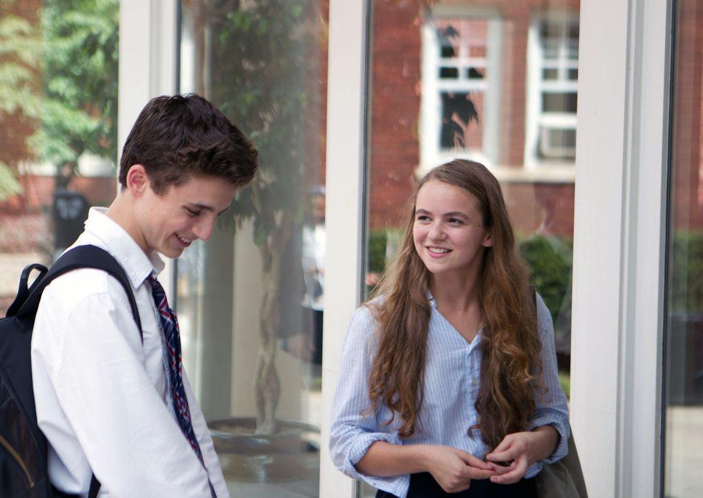 Während Brody verhört wird, hat seine Tochter Dana (Morgan Saylor, r.) ein Date mit Finn Walden (Timothee Chalamet, l.), das allerdings mit einem... - Bildquelle: 20th Century Fox International Television