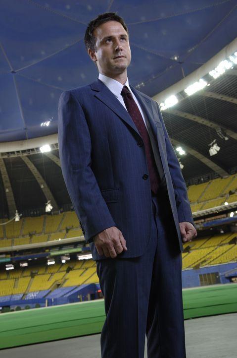 Mike Bookman (David Arquette), ein Agent der Homeland Security, ist auf dem Weg zu einem Footballspiel, bei dem er mit seiner Frau und seinem Sohn v... - Bildquelle: CBS International Television