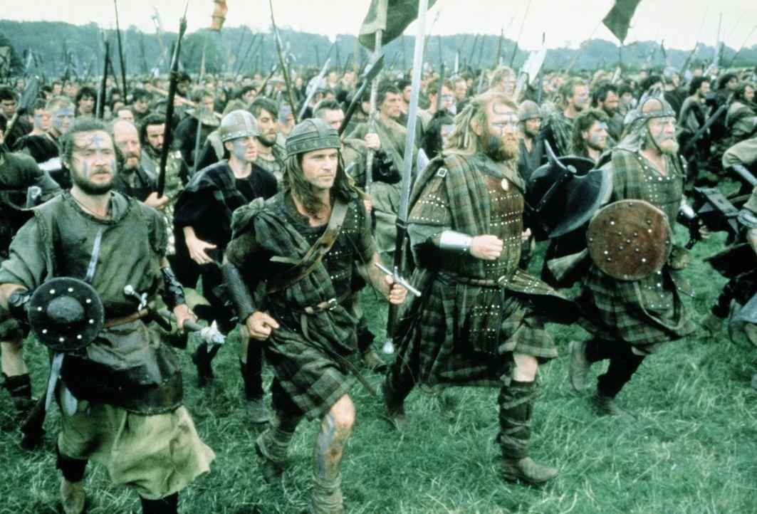 Mit einer bunt zusammengewürfelten Truppe aus verarmten Bauern und rechtlosen Grundbesitzern lehnt sich William Wallace (Mel Gibson, 2.v.l.) gegen... - Bildquelle: Paramount Pictures
