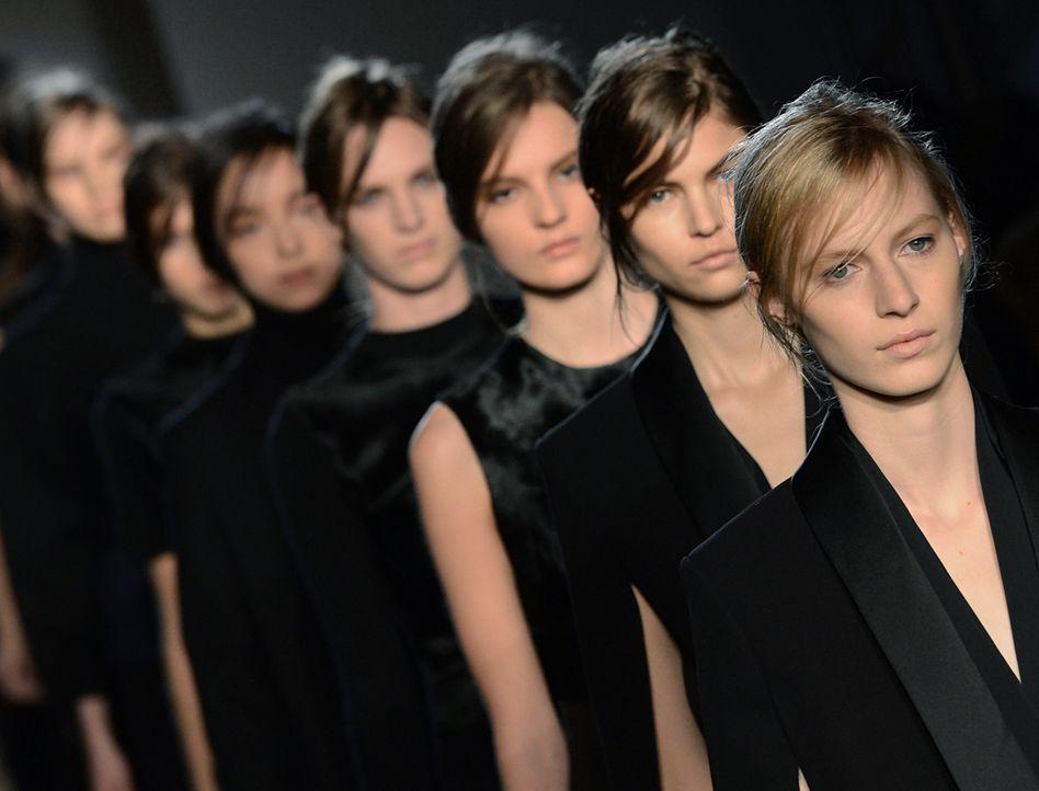 NewYork-Fashionweek-VS-Show-13-02-10-AFP - Bildquelle: AFP PHOTO/Stan HONDA