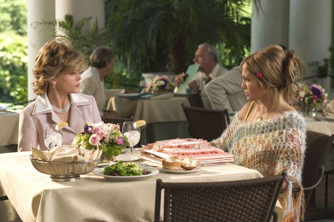 Die in der Liebe glücklose Charlie (Jennifer Lopez, r.) hat endlich den Mann ihrer Träume kennen gelernt, Dr. Kevin Fields. Es gibt nur ein Proble... - Bildquelle: Warner Bros. Pictures