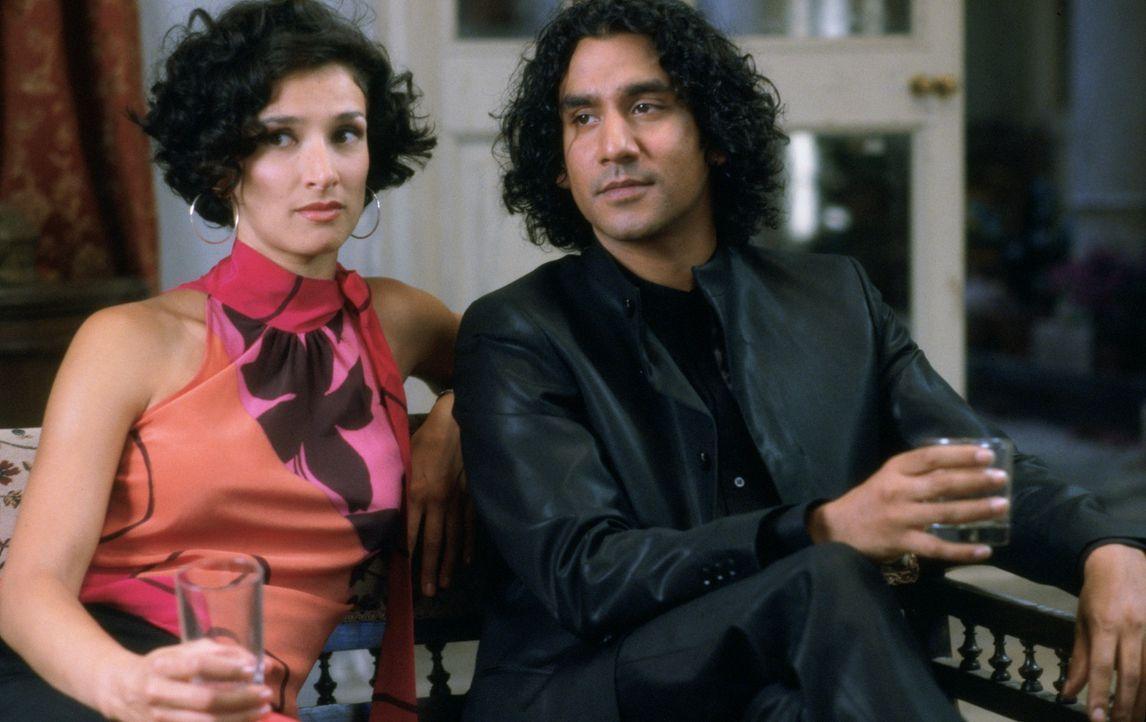 Nachdem es Lalita gelungen ist, den nervenden Mr. Kholi (Nitin Chandra Ganatra, r.) abzuwimmeln, macht dieser ihrer besten Freundin (Sonali Kulkarni... - Bildquelle: Miramax Films