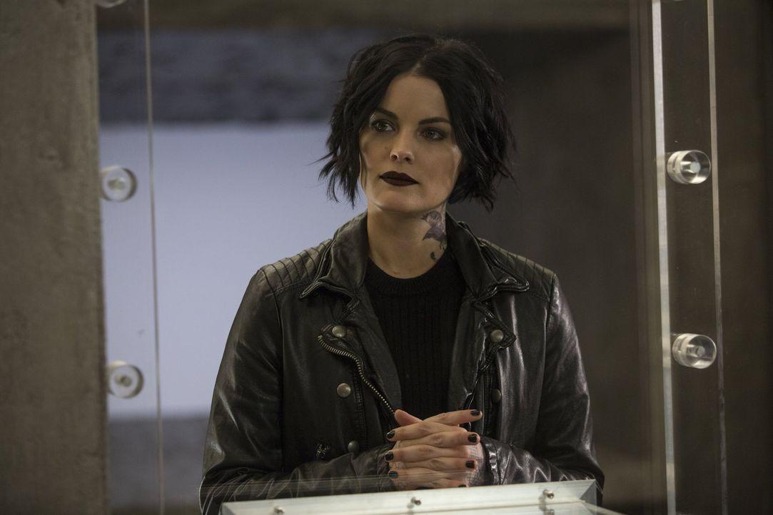 Noch ahnt Jane (Jaimie Alexander) nicht, dass ihr Bruder schon bald auf ihre Kollegen schießen muss, um seine Loyalität zu bekunden ... - Bildquelle: Warner Brothers