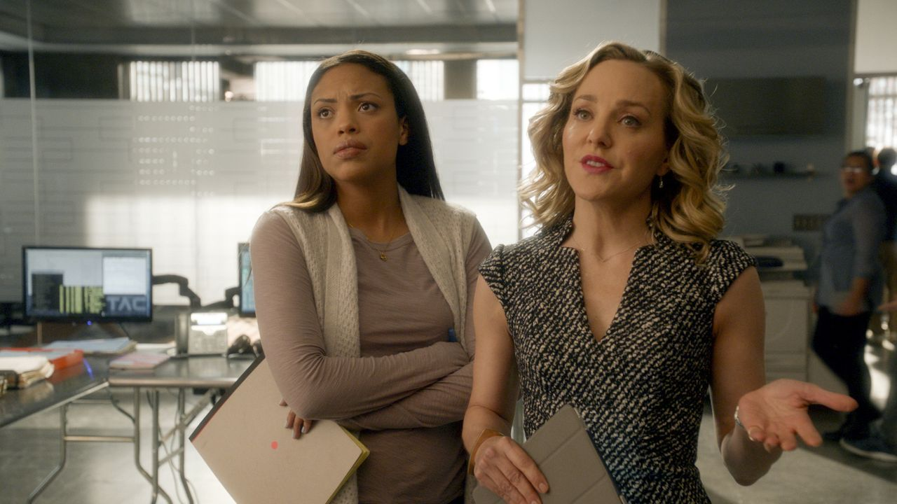 Danny James (Jaime Lee Kirchner, l.); Marissa Morgan (Geneva Carr, r.) - Bildquelle: 2018 CBS Broadcasting, Inc. All Rights Reserved.