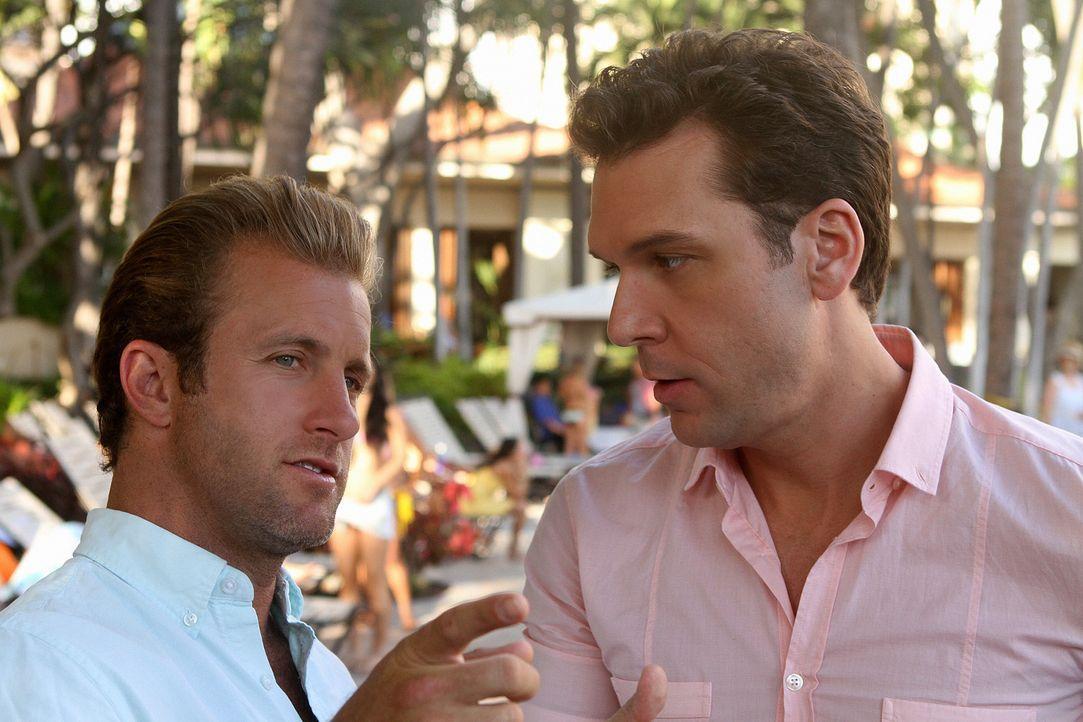 Danny (Scott Caan, l.) bekommt unerwarteten Besuch von seinem Bruder (Dane Cook, r.), während auf der Insel eine Serie von Bombenattentaten das Tea... - Bildquelle: 2011 CBS BROADCASTING INC.  All Rights Reserved.