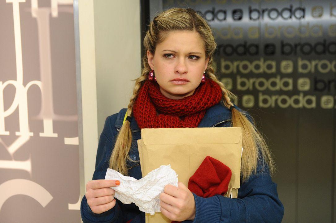 Nachdem Mia (Josephine Schmidt) festgestellt hat, dass Lars scheinbar schon länger weiß, dass sie nicht lesen und schreiben kann, zieht sie sich g... - Bildquelle: SAT.1