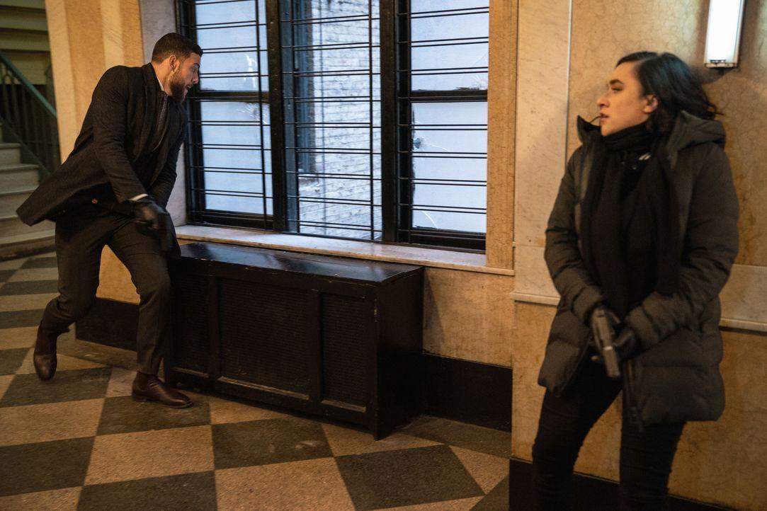 American Dreams - Special Agent Omar Adom 'OA' Zidan (Zeeko Zaki, l.); Hana Gibson (Keisha Castle-Hughes, r.) - Bildquelle: Mark Schafer 2020 CBS Broadcasting, Inc. All Rights Reserved. / Mark Schafer