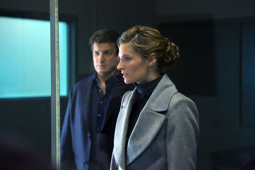 Versuchen einen Fall aufzuklären, bei dem sich eine Frau angeblich zu Tode erschreckt hat: Castle (Nathan Fillion, l.) und Beckett (Stana Katic, r.... - Bildquelle: ABC Studios