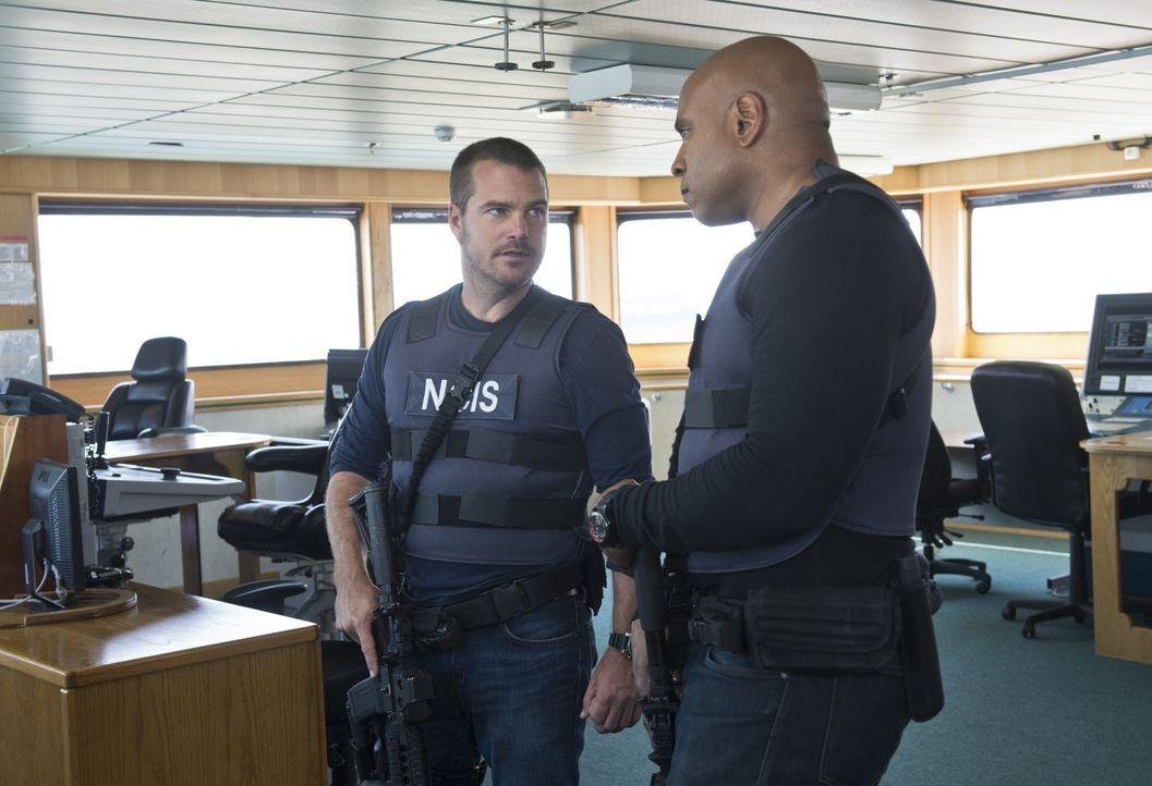 Das Team beginnt die Ermittlungen, nachdem einige tote Seeleute auf See geborgen wurden und am Strand angespült worden sind: Callen (Chris O'Donnell... - Bildquelle: CBS Studios Inc. All Rights Reserved.