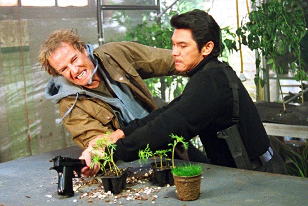 Schon bald muss Detective Norman Scott (Christopher Lambert, l.) erkennen, dass er in ein tödliches Spiel verwickelt ist, in dem auch Walters (Lou... - Bildquelle: Hannibal Pictures