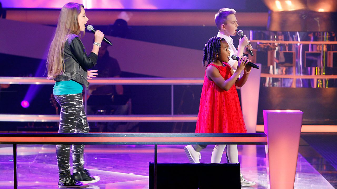 The-Voice-Kids-epi05-MikeOliviaChelsea-2-SAT1-Richard-Huebner - Bildquelle: SAT.1/Richard Hübner