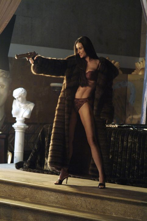 Madison Lee (Demi Moore, r.) hat es auf das Trio abgesehen und macht den Engeln das Leben schwer ... - Bildquelle: Sony Pictures Television International. All Rights Reserved.
