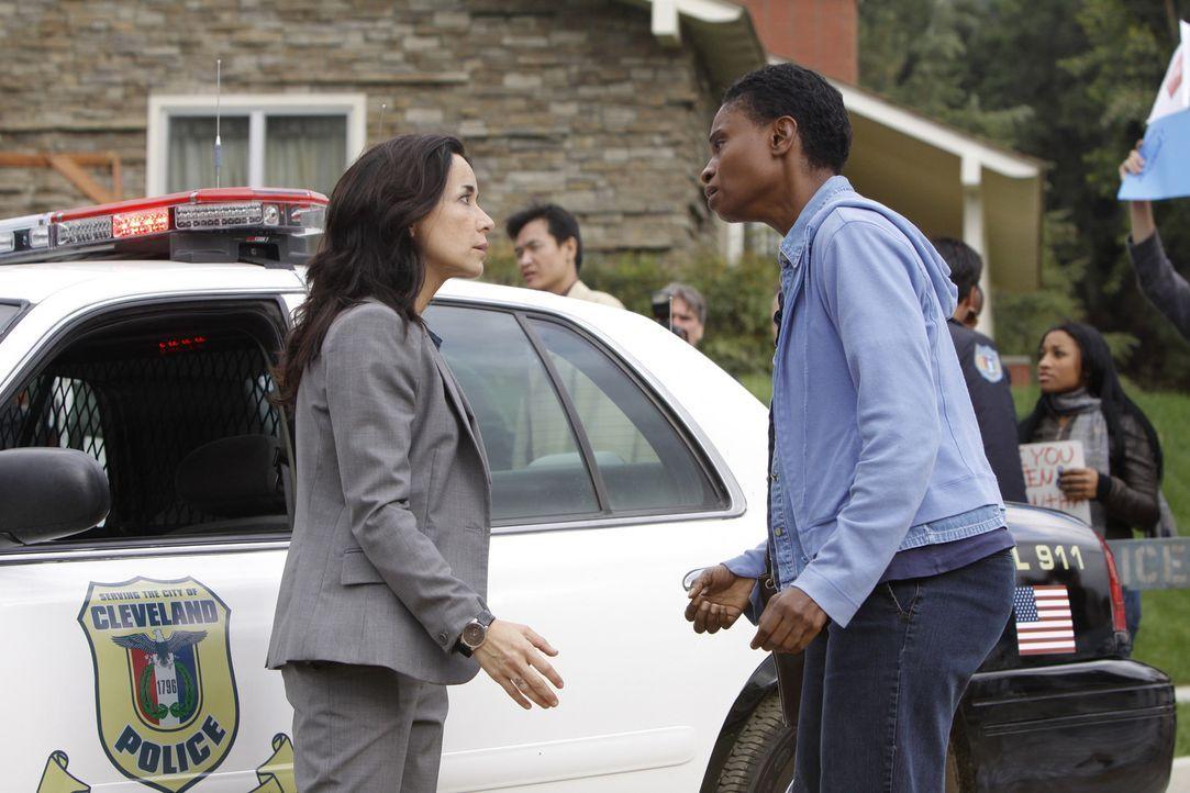 Während den Ermittlungen um die achtjährige Samantha wird das Team von Jeanette Rawlins (Adina Porter, r.) unterbrochen - deren Tochter ebenfalls... - Bildquelle: ABC Studios