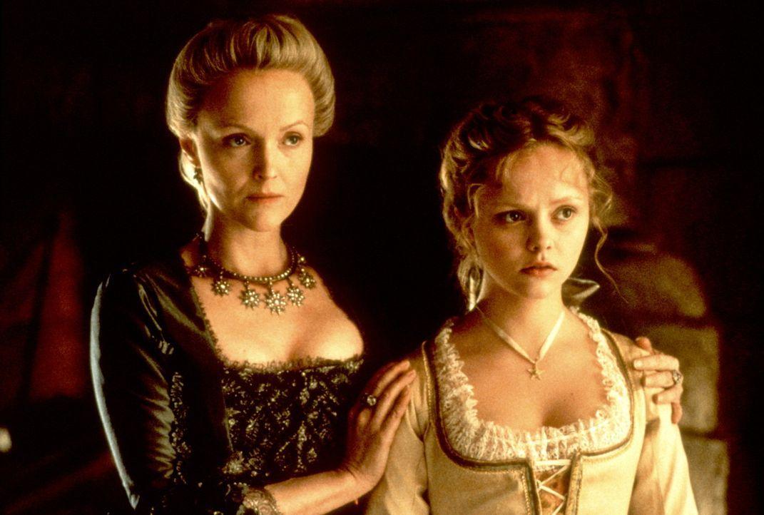 Lady Van Tassel (Miranda Richardson, l.) und ihre Tochter Katrina (Christina Ricci, r.) stehen vor einem Rätsel ... - Bildquelle: Constantin Film