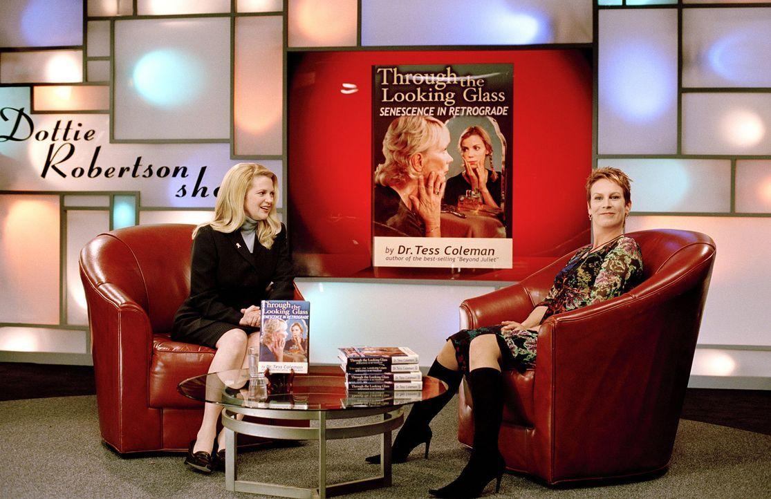 Unglücklicherweise tritt Annabell im Körper ihrer Mutter (Jamie Lee Curtis, r. ) zum Interview bei Dottie Robertson (Dina Spybey, l.) an ... - Bildquelle: Buena Vista Pictures Distribution