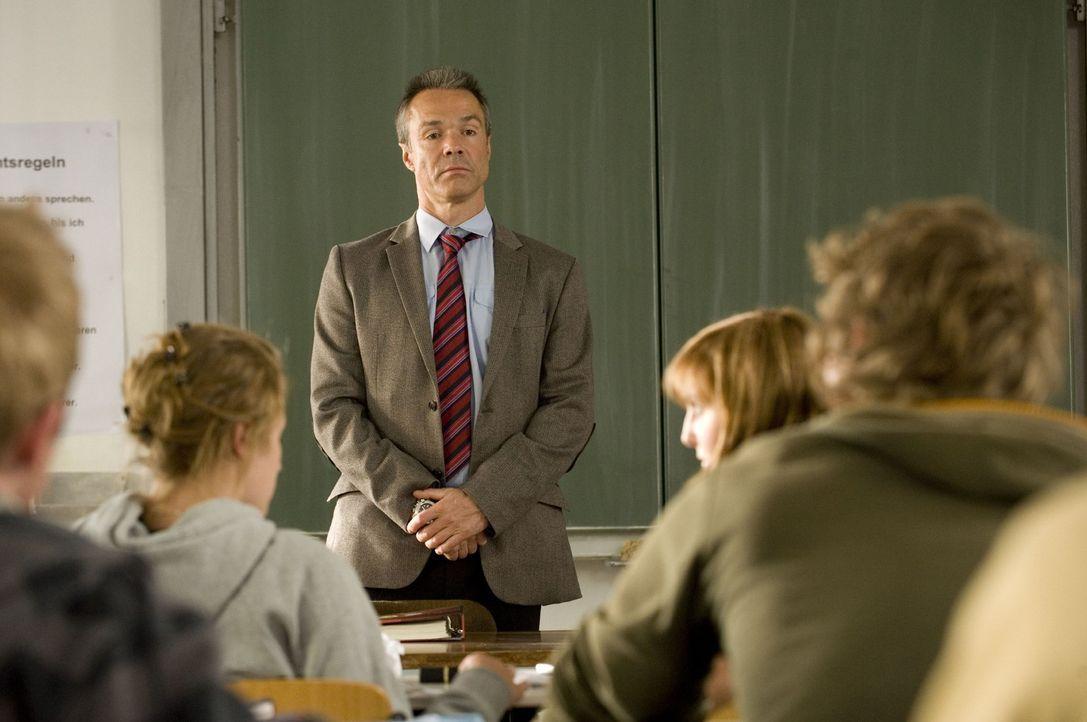 Als ehemaliger Berufssoldat und alleinerziehender Vater von drei Töchtern wagt Harald Westphal (Hannes Jaenicke, M.) einen beruflichen Neustart als... - Bildquelle: Sat.1