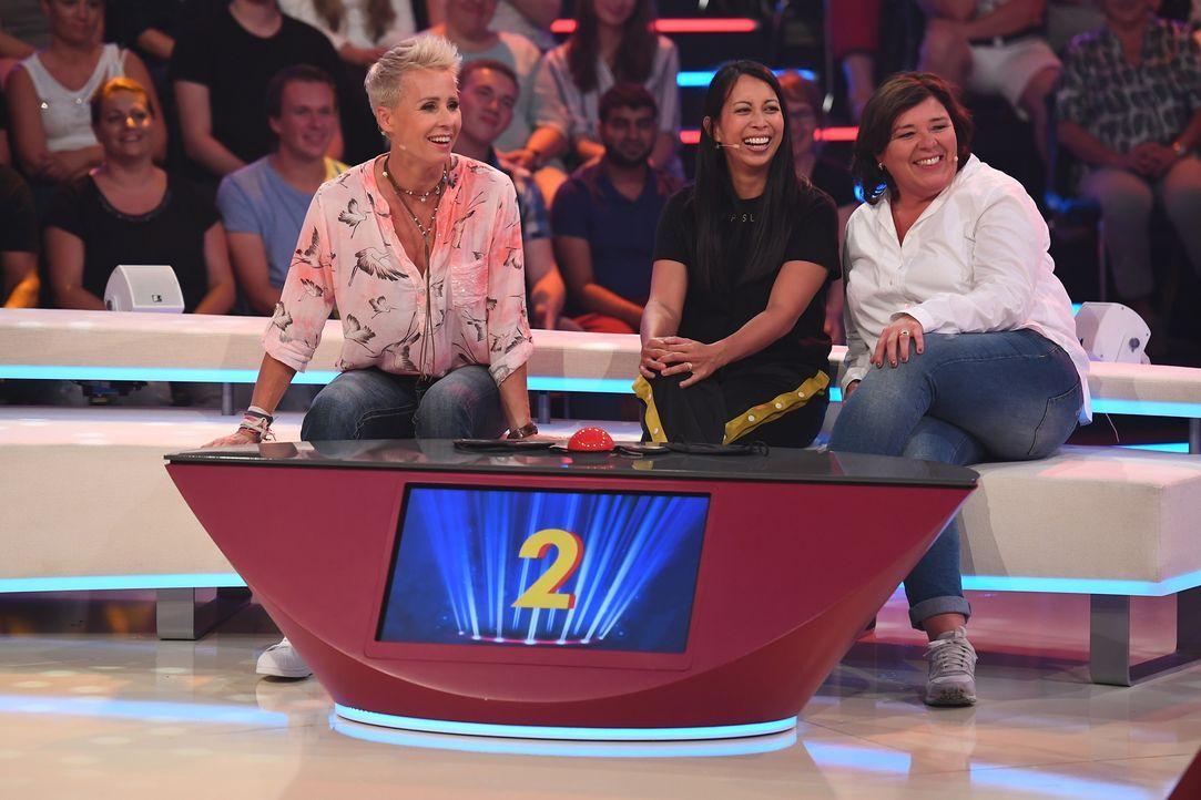 Auf (v.l.n.r.) Sonja Zietlow, Minh-Khai Phan-Thi und Vera Int-Veen wartet ein Abend mit viel Spiel und Spaß ... - Bildquelle: Willi Weber SAT.1
