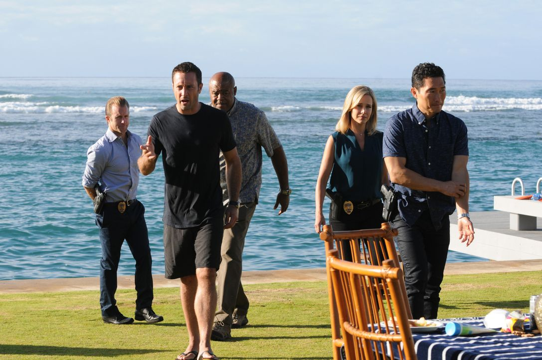 Ein neuer Fall wartet auf Danny (Scott Caan, l.), Steve (Alex O'Loughlin, 2.v.l.), Grover (Chi McBride, M.), Abby (Julie Benz, 2.v.r.) und Chin (Dan... - Bildquelle: Norman Shapiro 2015 CBS Broadcasting, Inc. All Rights Reserved