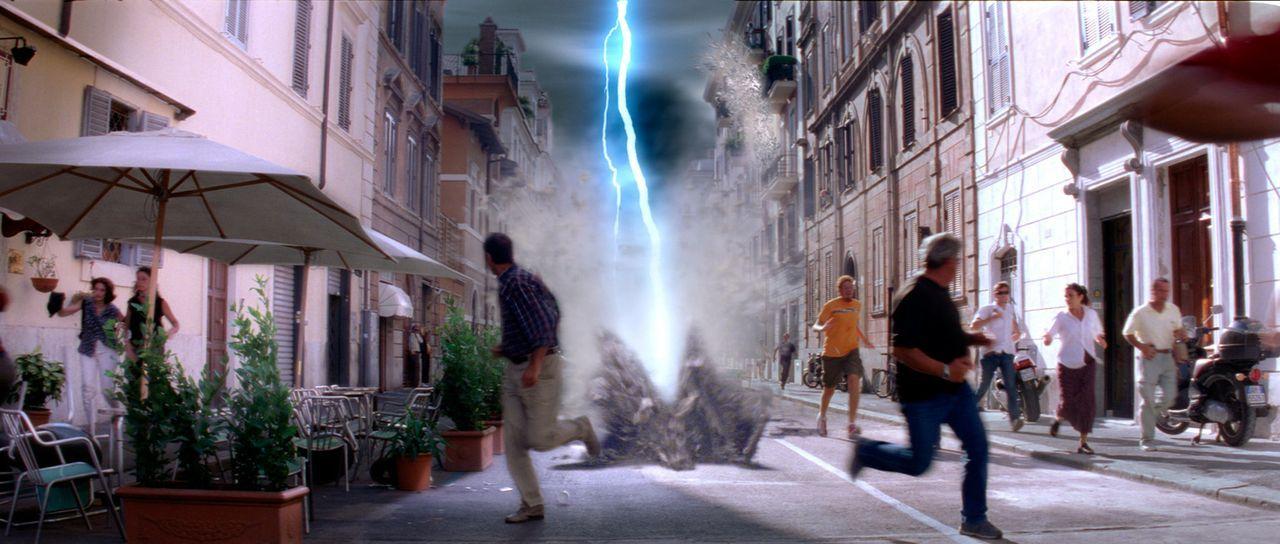 Als der innere Kern der Erde aufhört zu rotieren, gibt es augenblicklich dramatische Naturkatastrophen rund um den gesamten Globus ... - Bildquelle: TM & Copyright   2003 by Paramount Pictures. All Rights Reserved.