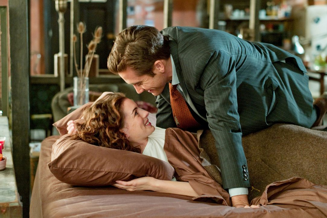 Nachdem Maggie Murdock (Anne Hathaway, l.) und Jamie Randall (Jake Gyllenhaal, r.) durch das ganze Land gereist sind, um Maggie zu heilen, hält sie... - Bildquelle: TM and   2010 Twentieth Century Fox and Regency Enterprises.  All rights reserved. Not for sale or duplication.