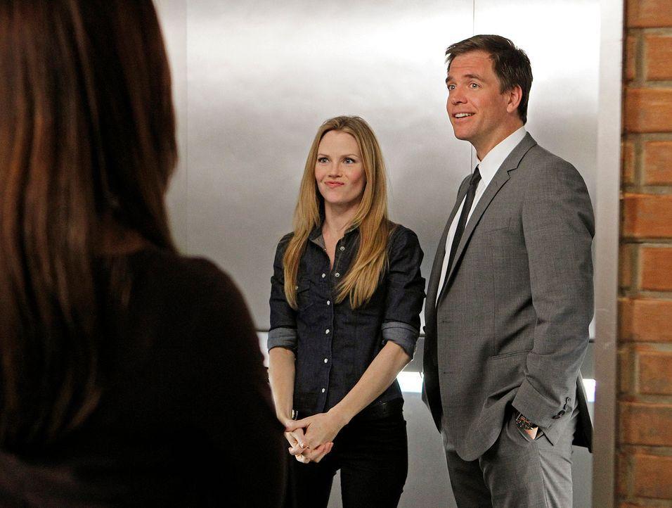 Versuchen, den sogenannten Hafenmörder zu überführen: Tony (Michael Weatherly, r.) und Special Agent E.J. Barrett (Sarah Jane Morris, M.) ... - Bildquelle: CBS Television