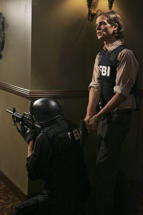 Stück für Stück entwirrt sich das Puzzle und Reid (Matthew Gray Gubler, r.) kommt dem Entführer von Rebecca auf die Spur ... - Bildquelle: Touchstone Television