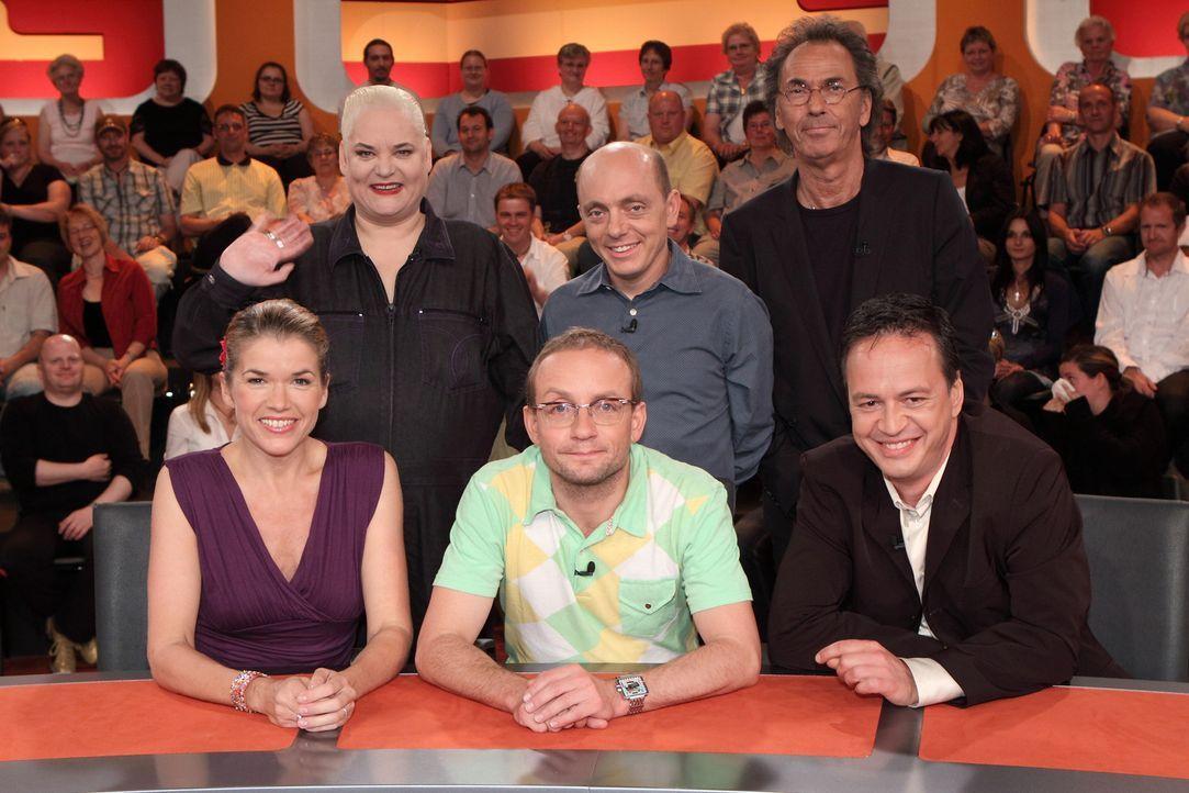 Hugo Egon Balder (oben r.) und seine Rate-Gäste: Hella von Sinnen (oben l.), Bernhard Hoëcker (oben M.) sowie Wigald Boning (unten M.), Roberto Ca... - Bildquelle: Sat.1