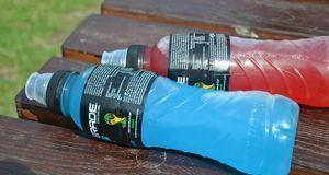 Wichtig bei körperlicher Belastung: ausreichend Flüssigkeitszufuhr. Wasser od...