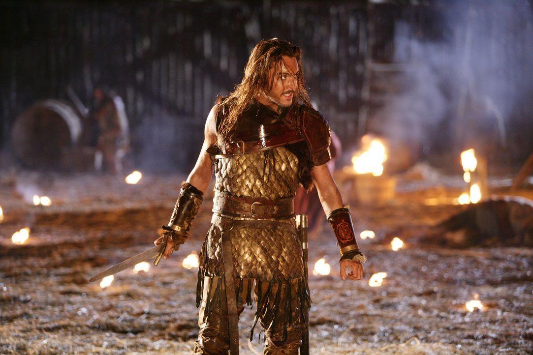 Wikingerprinz Wulfric (Jack Huston) geht in sein letztes Gefecht ... - Bildquelle: Telepool
