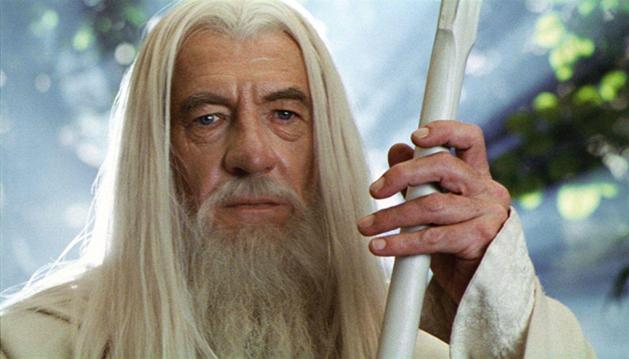 Nach seinem Sturz in den Schlund wird Gandalf (Ian McKellen) als Gandalf der Weiße wiedergeboren ... - Bildquelle: Warner Brothers