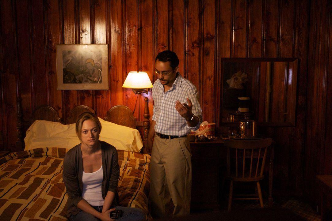 Raqim (Omid Abtahi, r.) und seine Frau (Marin Ireland, l.) wissen nicht, wem sie noch trauen können ... - Bildquelle: 20th Century Fox International Television