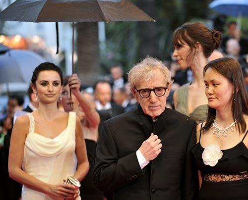 Die schönsten Star-Fotos von den Filmfestspielen in Cannes  Penelopé Cruz, Woody Allen und seine Frau Soon-Yi - Bildquelle: AFP