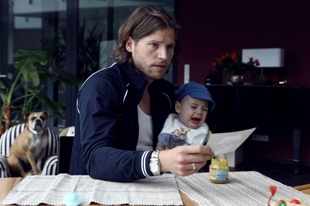 Befürchtet, ein missgebildetes Vaterqualitäten-Gen in sich zu haben: Doch um Hanna zurückzugewinnen, lässt sich Jan (Sebastian Ströbel) darauf... - Bildquelle: Vanessa Fuentes SAT.1