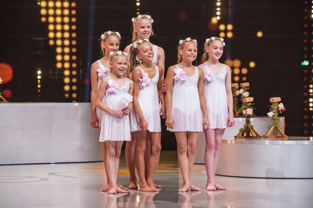 Im akrobatischen Tanz geben die Showgirls alles. Doch was sagt die Jury zu ihrem Können? - Bildquelle: Frank Dicks SAT.1