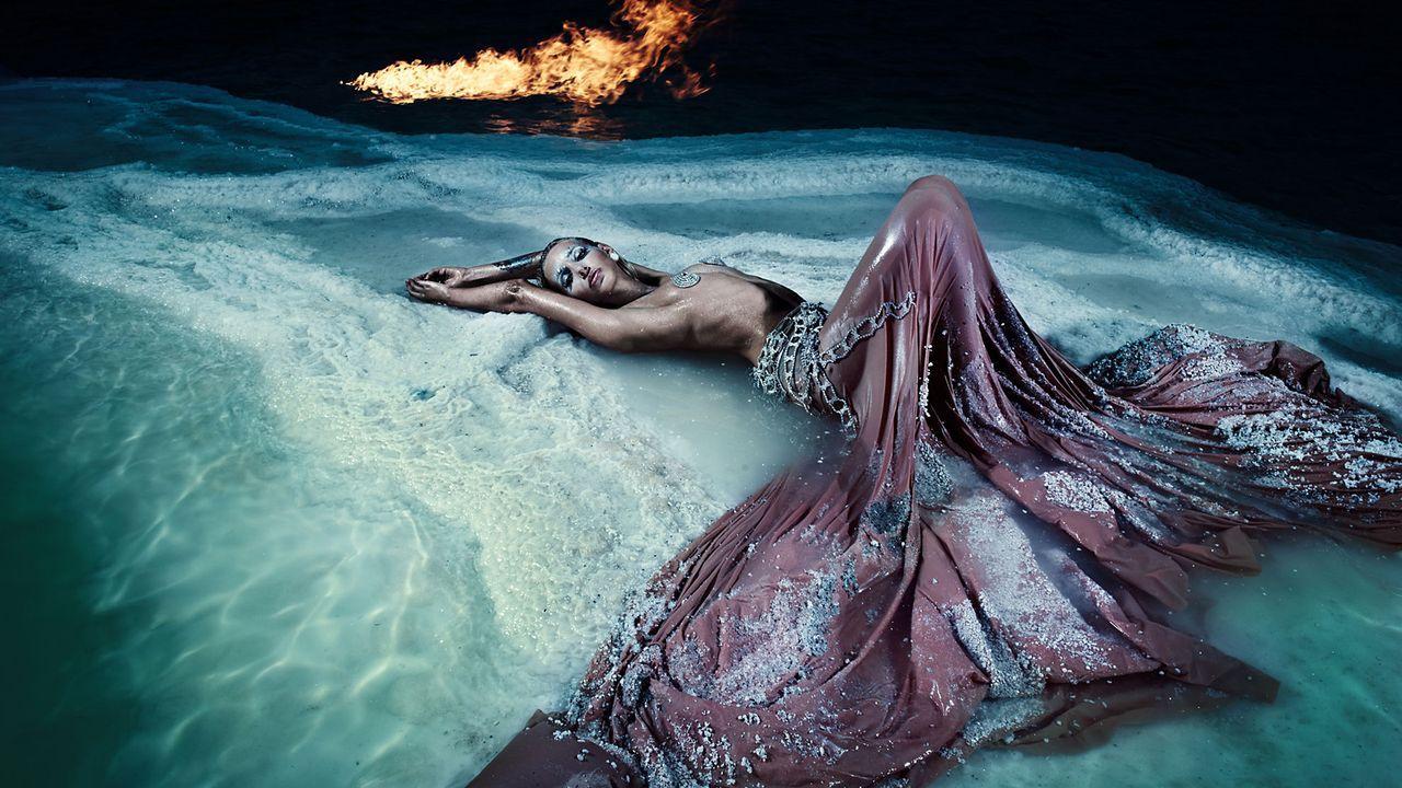 MDSS-Salzkristallshooting-Israel-Dead-Sea-Amy-01-Sat1-Oliver-Gast - Bildquelle: SAT.1/Oliver Gast