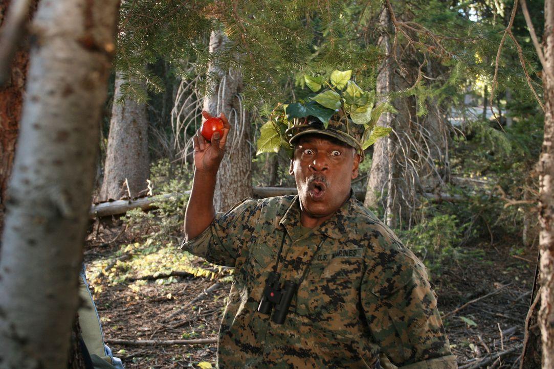 Erst als Charlies Vater Buck (Richard Gant) die Leitung übernimmt, kommt das Camp wieder auf Vordermann. Nicht nur die Kinder sind von dem Oberst a... - Bildquelle: Sony 2007 CPT Holdings, Inc.  All Rights Reserved.
