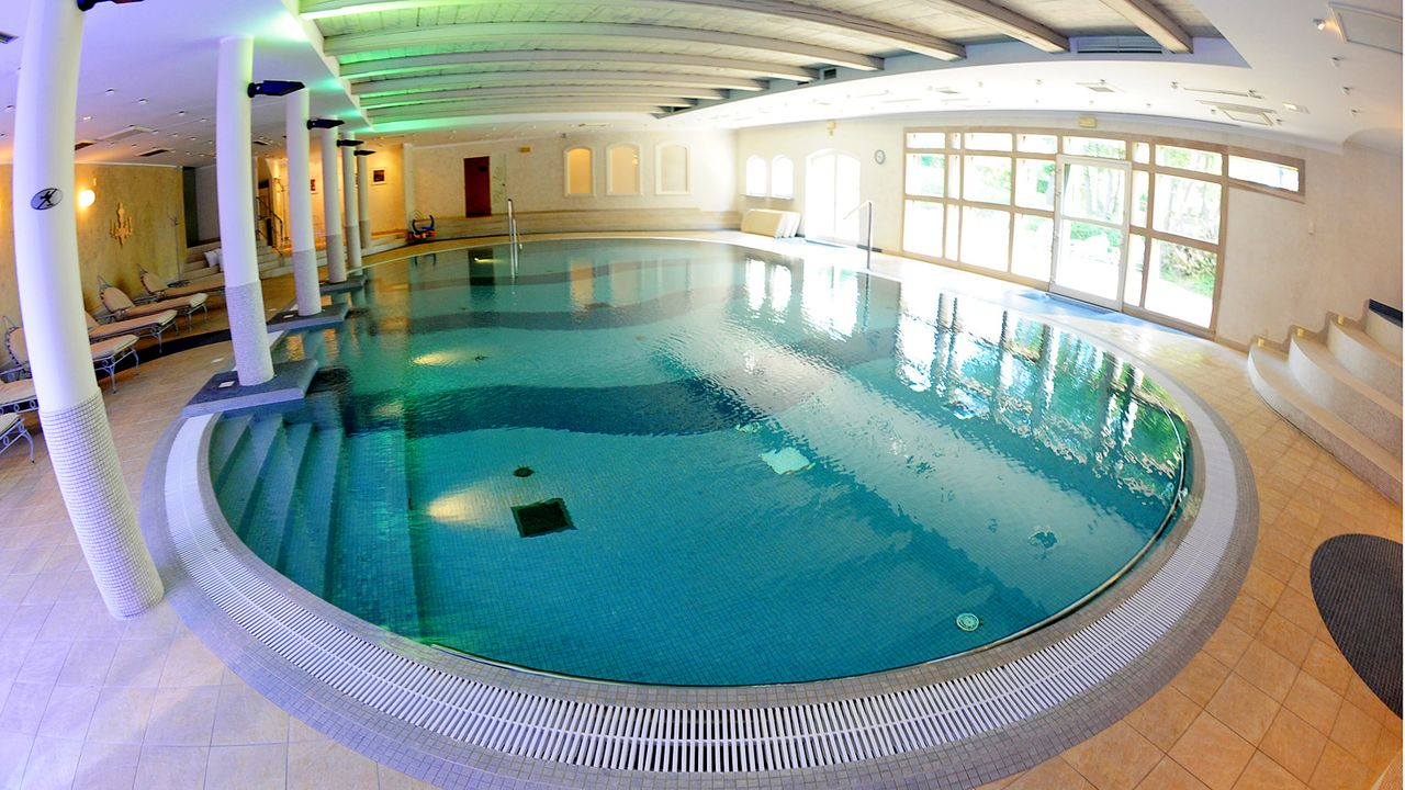 Luxushotel-Dwor-Oliwski-danzig-spa-swimming-pool-11-09-06-dpa - Bildquelle: dpa