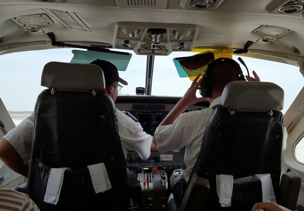 airplane-1418924_1920