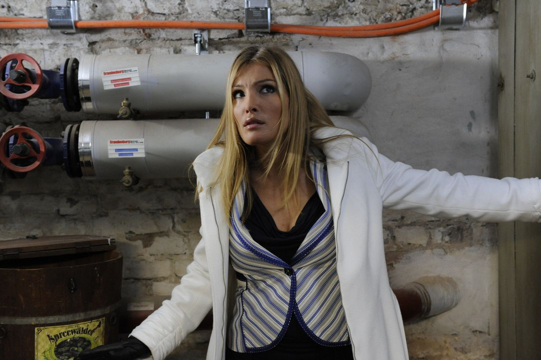 Nachdem sie in der Agentur um alles gekümmert hat, befreit Annett (Tanja Wenzel) Mia und macht klar, dass dies die letzte Warnung war - Finger weg... - Bildquelle: SAT.1