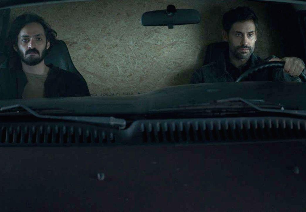 Bibi (René Ifrah, r.) und Qasim (Alireza Bayram, l.) sind auf dem Weg zu ihrem Anschlag, während Carrie um Quinns Leben fürchtet ... - Bildquelle: Stephan Rabold 2015 Showtime Networks, Inc., a CBS Company. All rights reserved.