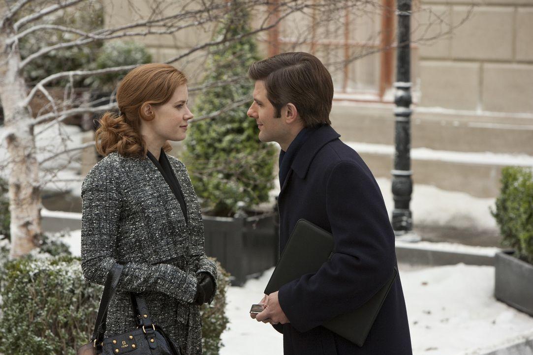 Sehnsüchtig wartet Anna Brady (Amy Adams, l.) auf einen Heiratsantrag von ihrem Freund Jeremy (Adam Scott, r.). Schließlich nimmt sie ihr Glück s... - Bildquelle: 2010 Universal Studios