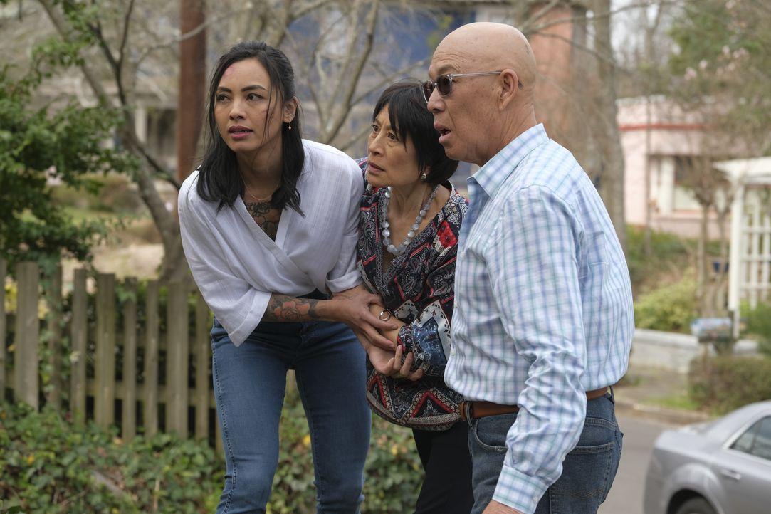 (v.l.n.r.) Desi Nguyen (Levy Tran); Mimi Nguyen (Page Leong); Dahn Nguyen (Michael Paul Chan) - Bildquelle: Mark Hill 2020 CBS Broadcasting, Inc. All Rights Reserved. / Mark Hill