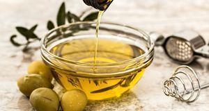 Olivenöl gehört für viele Menschen zu einer gesunden Ernährung dazu. Das lass...