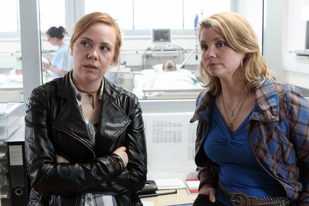Ein Fall jagt den nächsten: Danni Lowinski (Annette Frier, r.) versucht alles, um ihrer neuen Mandantin Rosa (Dagmar Leesch, l.) zu helfen, die vor... - Bildquelle: SAT.1