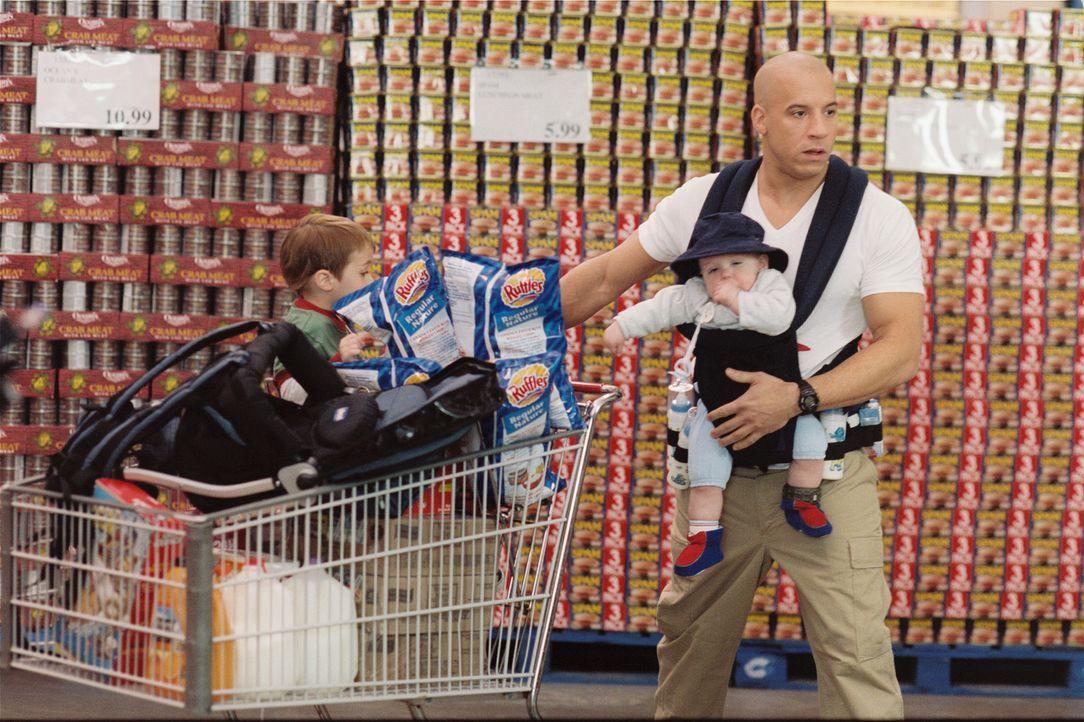 Sein Auftrag: Shane (Vin Diesel, r.) soll die Familie eines ermordeten Wissenschaftlers schützen. Zähneknirschend tauscht er Waffen, Präzisionsge... - Bildquelle: Walt Disney Pictures, Spyglass Entertainment. All Rights Reserved