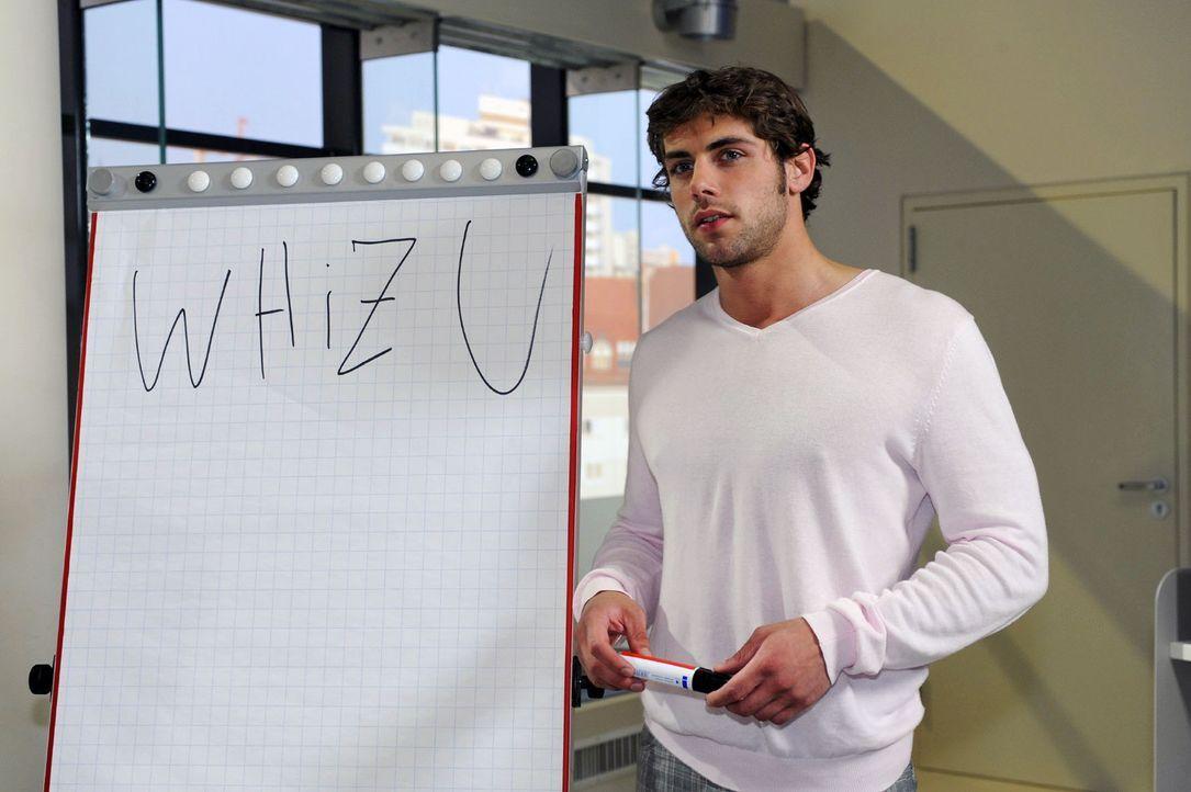 Jonas (Roy Peter Link) wird klar, wie viel Arbeit ohne Alexander in der Agentur auf ihn zukommt ... - Bildquelle: Sat.1