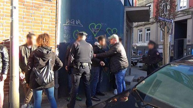 112 Notruf Deutschland - 112 Notruf Deutschland - 110 Notruf Hamburg - Einsatz Im Drogenbrennpunkt