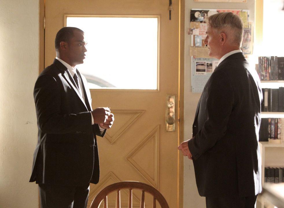 Reise in die Vergangenheit: Cal Frasier (Daniel E. Smith, l.) und Gibbs (Mark Harmon, r.), der in seine Heimatstadt fährt, als er die Nachricht vom... - Bildquelle: CBS Television